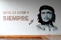 Portret Ernesto 'Che' Guevary na głównym przystanku kubańskiego PKSu w Sancti Spiritus