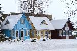 Charakterystyczne, kolorowe domki w Nidzie, na Mierzeji Kurońskiej